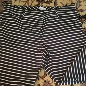 Black and white capris